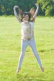 公园妇女年轻人 免版税库存照片