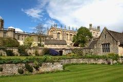 公园建筑学 古老城堡的看法 免版税库存图片
