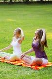 公园瑜伽 图库摄影