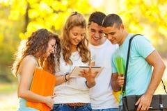 公园的学生 免版税库存图片