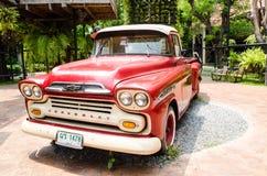公园装饰的红色经典薛佛列亚帕基卡车在`禁令轰隆Khen ` 库存照片