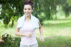 公园跑步 免版税库存图片