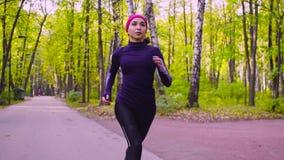 公园连续妇女年轻人 健身 影视素材