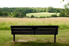 公园长椅在秋天 免版税库存照片