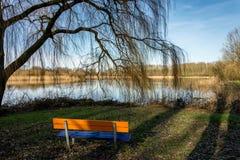 公园长椅有视图 免版税库存照片