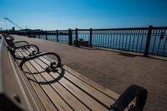 公园长椅海景 库存图片