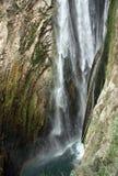 在别墅Gregoriana的瀑布 免版税库存照片