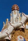 公园Guell五颜六色的马赛克工作细节  西班牙的巴塞罗那 免版税图库摄影