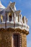 公园Guell五颜六色的马赛克工作细节  西班牙的巴塞罗那 库存照片