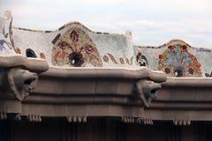 公园Guell -长的马赛克长凳 库存照片