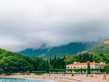 公园Milocer,别墅,海滩女王/王后 在Sveti附近斯蒂芬海岛在黑山 免版税库存图片