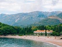 公园Milocer,别墅,海滩女王/王后 在Sveti附近斯蒂芬海岛在黑山 免版税图库摄影