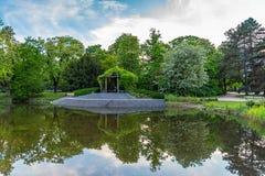 公园Ujazdowski是其中一个华沙,波兰最美丽如画的公园  免版税图库摄影