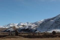 公墓在吉尔吉斯斯坦的塔拉地区 免版税库存照片