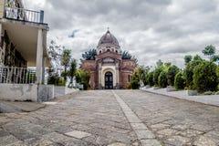 从公墓的美好的圣地亚哥教会圆顶视图 免版税库存照片