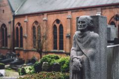 公墓纪念碑和坟茔在跟特,比利时 免版税库存照片