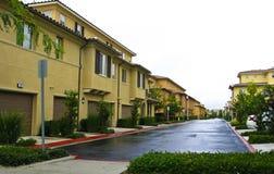 公寓住宅区郊区 免版税库存照片