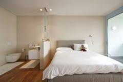 公寓内部现代视图 免版税库存图片