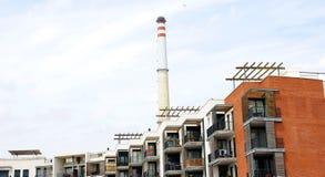 公寓单元与热电站壁炉的在Cubellas 库存图片