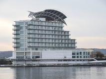 公寓单元由海湾的 库存图片