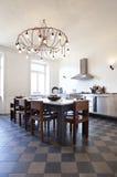 公寓厨房好的被整修的视图 库存照片