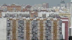 公寓在密集地居住于的城市 莫斯科俄国 股票录像