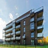 公寓居民住房现代玻璃建筑学  免版税图库摄影