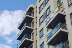 公寓居民住房现代建筑学公寓房城市摩天大楼 免版税库存图片