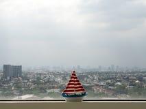 从公寓房室的都市风景 免版税库存照片