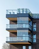 公寓现代建筑学的片段  免版税库存图片