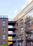 公寓现代玻璃建筑学的片段  库存图片