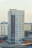 公寓现代新 多层的现代,新和时髦的生存公寓单元 免版税库存图片