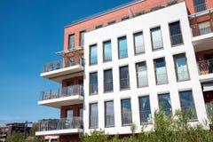 公寓现代门面的房子 免版税库存照片