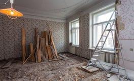 公寓的室看法在下面整修,改造和建筑时 免版税库存图片