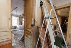 公寓的室看法在下面整修,改造和建筑时 免版税库存照片