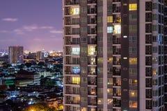 公寓窗口在晚上其中每一个与保密性在他们自己的家 库存照片