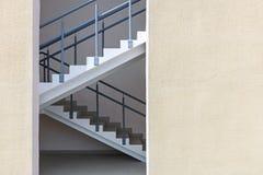 公寓紧急出口楼梯或防火梯 库存照片