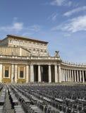 公寓罗马教皇的彼得s方形st视图 免版税库存照片