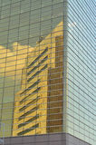 公寓蓝色大厦角落办公室反映摩天大楼 库存图片
