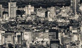 公寓结构大厦大厦具体玻璃高日本现代住宅上升钢东京塔耸立 城市大厦美好的鸟瞰图在晚上 库存图片