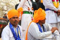 公平的SURJAJKUND,哈里亚纳邦- 2月12 :民间艺术家准备好他们 免版税库存照片