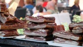 公平,克罗地亚人传统上抽了烟肉,斑点 库存照片