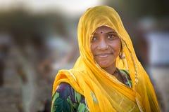 公平pushkar的骆驼的一个部族夫人 库存图片
