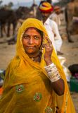 公平pushkar的骆驼的一个部族夫人 免版税库存照片