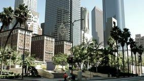 公开公共汽车在潘兴广场附近穿过街道在洛杉矶街市 库存照片