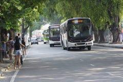 公开公共汽车运输在马瑙斯,巴西 免版税库存照片