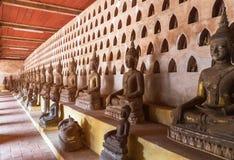 公开古老菩萨雕象行在wat Si Saket寺庙的在老挝 库存照片
