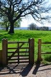 公开小径门在英国乡下 免版税库存照片
