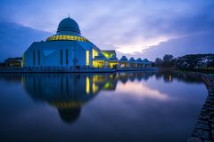 公开清真寺美丽的景色Seri的Iskandar,霹雳州,马来西亚 免版税图库摄影