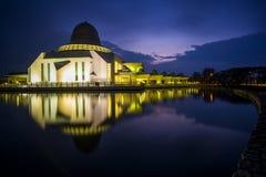 公开清真寺美丽的景色Seri的Iskandar,霹雳州,马来西亚 免版税库存图片